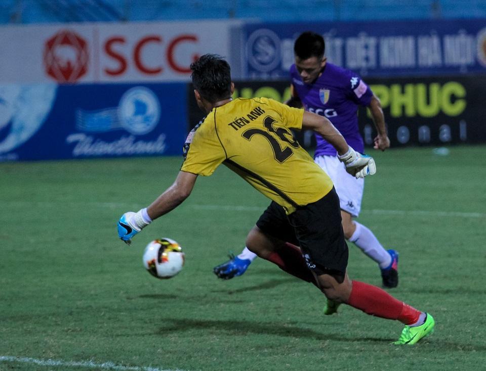 10 phút ghi 3 bàn, Hà Nội FC đẩy Long An đến gần hơn với suất xuống hạng