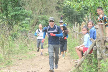48 giờ băng rừng, lội suối chinh phục hang Tú Làn