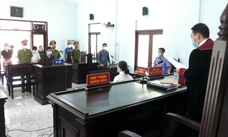 6 tháng tù cho thanh niên vượt chốt kiểm soát dịch Covid-19, hành hung công an