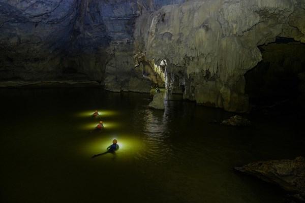 70 giờ không thể quên ở hang Tú Làn