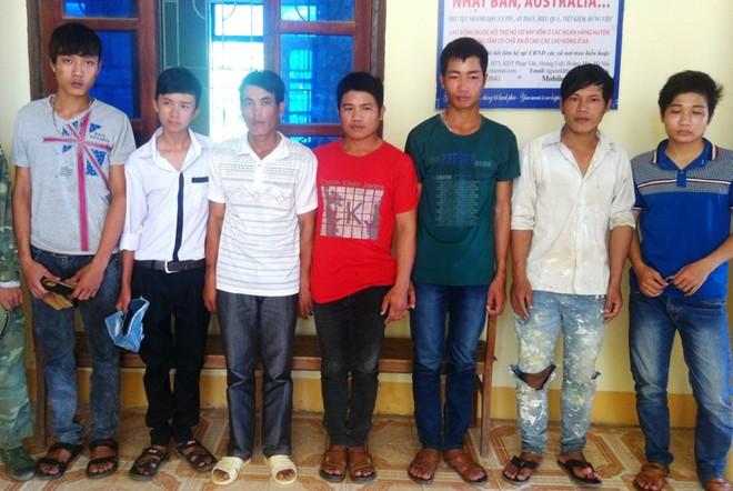8 trai làng chặn đường sàm sỡ cô gái người Pháp