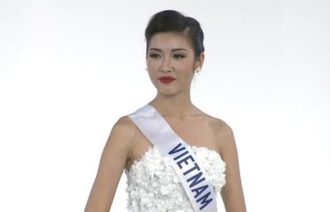 Á hậu 3 Thúy Vân nói tiếng Anh hoàn hảo, tỏa sáng trong màn thi ứng xử