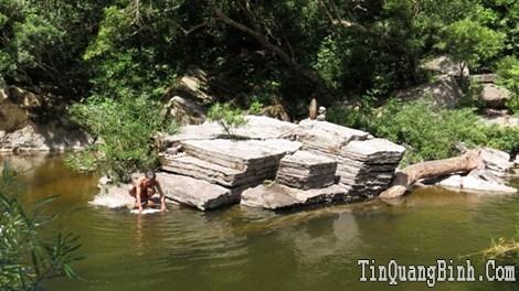 A Rem, tộc người sống trong hang động xưa - Kỳ 2: Kỳ lạ trò chơi chọi đá của người A Rem