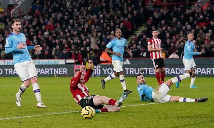 Aguero ghi bàn thứ sáu trong ba trận gần nhất