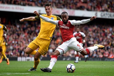 Arsenal 4 trận liên tiếp sạch lưới, Wenger tuyên bố 'còn quá sớm để nói về cuộc đua vô địch'
