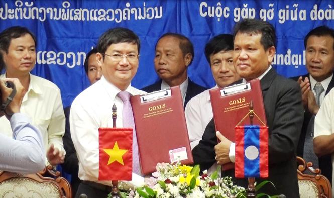 Ban công tác đặc biệt 2 tỉnh Quảng Bình-Khăm Muộn (Lào) tổ chức hội đàm, ký kết biên bản phối hợp tìm kiếm hài cốt liệt sỹ
