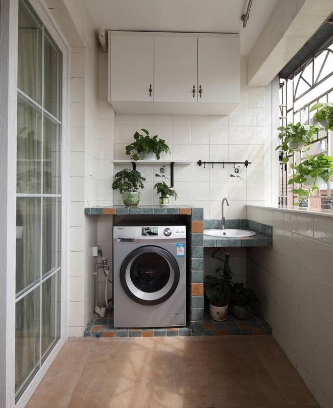 """Ban công - vị trí """"vàng"""" để bố trí máy giặt cho nhà chật"""