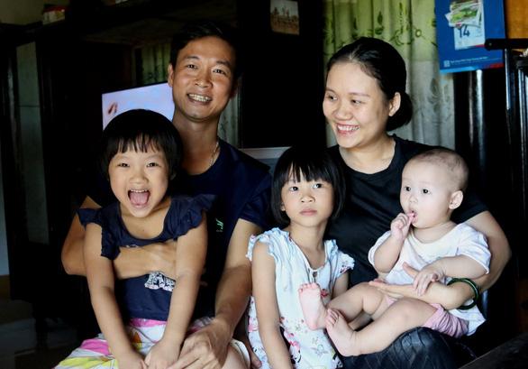 Bán mảnh đất lãi 2 tỉ, hai vợ chồng mua thiết bị y tế giúp Quảng Bình chống dịch