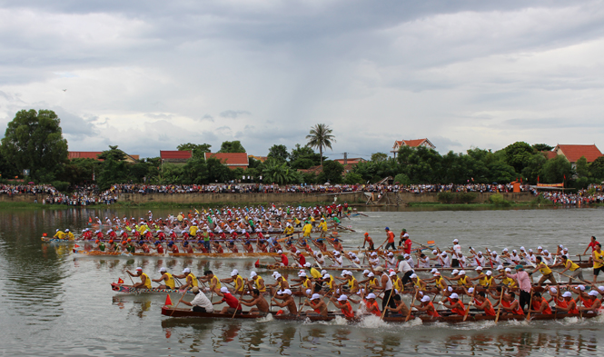 Một số hình ảnh đẹp của lễ hội đua, bơi thuyền truyền thống trên sông Kiến Giang, Lệ Thủy 2015