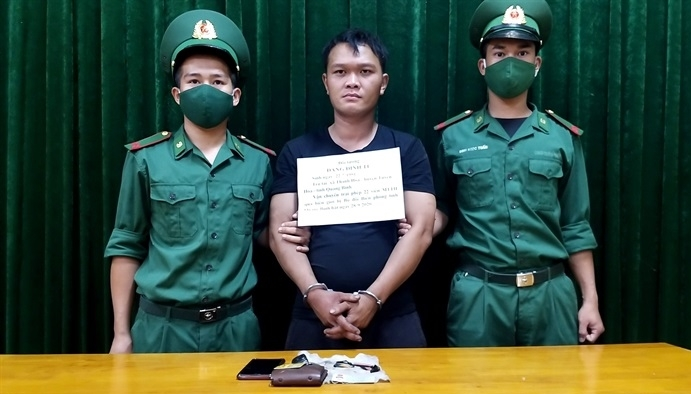 Bắt đối tượng mua ma túy dạng hồng phiến từ Lào về Việt Nam