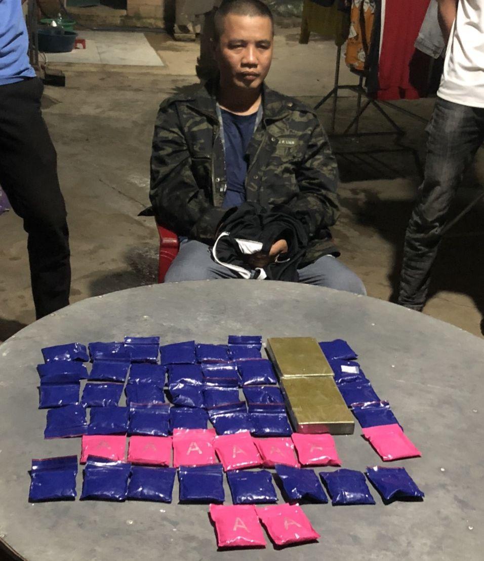 Bắt giữ đối tượng tàng trữ hơn 9.000 viên ma túy