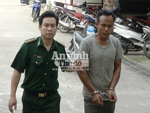 Bắt một người Lào vận chuyển thuốc nổ qua biên giới