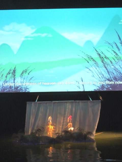 Bất ngờ rối Việt đưa cảnh 'tắm tiên' lên sân khấu