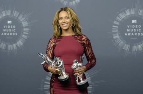 Beyonce, Kanye West, Rihanna đồng loạt kiện hãng thời trang ở Paris vì ăn cắp bản quyền
