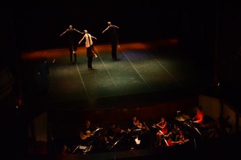 Bí mật sau cánh gà sân khấu Opera...