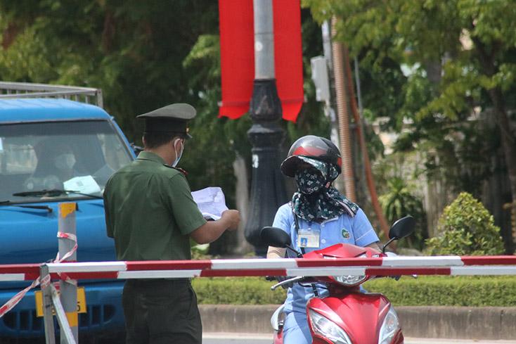 Bị phạt vì sử dụng giấy đi đường sai mục đích
