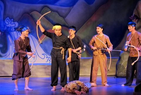 Bị truyền hình 'xâm thực', sân khấu không giữ được nghệ sĩ