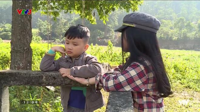 """""""Bố ơi"""": Bé Xì Trum khóc ngất vì nhớ bố, Nguyễn Hải Phong nhịn ăn chừa phần cho con"""