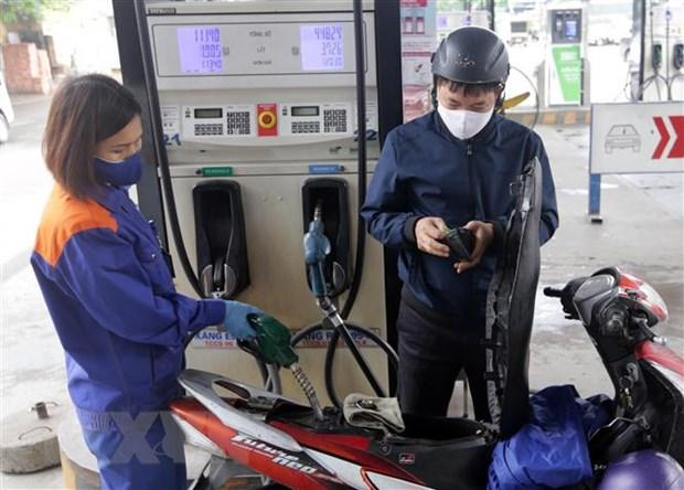 Bộ Tài chính thông tin về tăng giá sách giáo khoa và xăng dầu