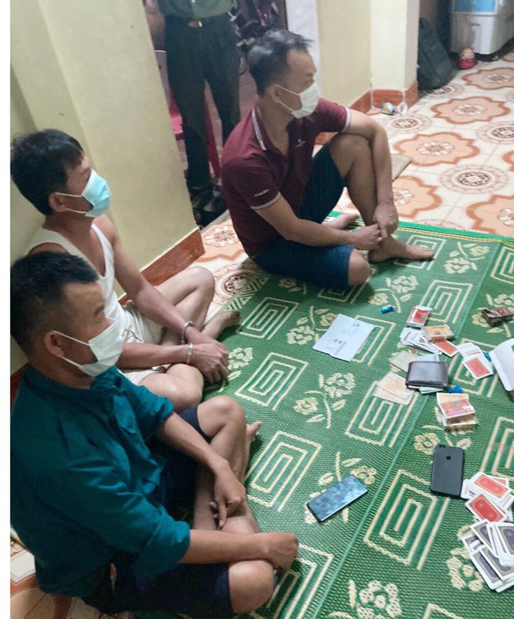 Bố Trạch: Bắt giữ 4 đối tượng đánh bạc tại xã Đại Trạch