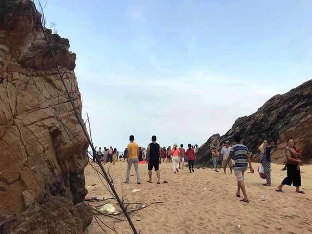Bố Trạch: Đi tắm biển, nam thanh niên bị sóng cuốn tử vong