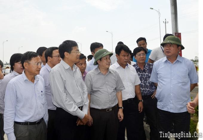 Bộ trưởng Bộ Giao thông vận tải kiểm tra các dự án QL1 qua Quảng Bình