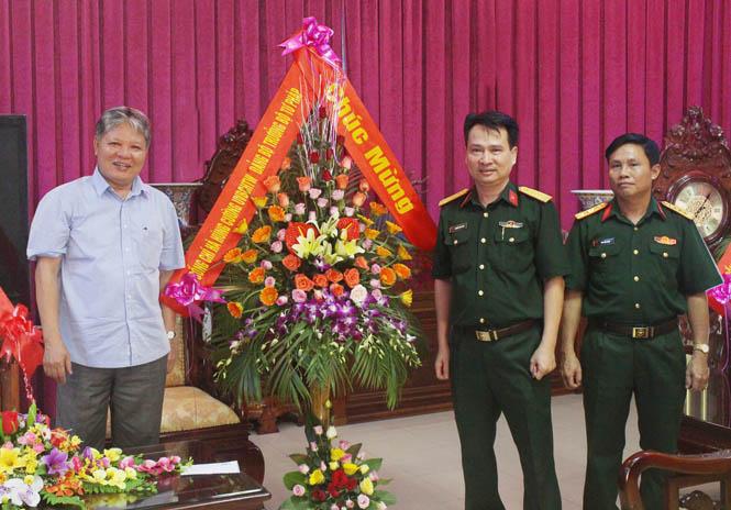Bộ trưởng Bộ Tư pháp chúc mừng LLVT tỉnh được phong tặng danh hiệu Anh hùng LLVT nhân dân lần thứ 2