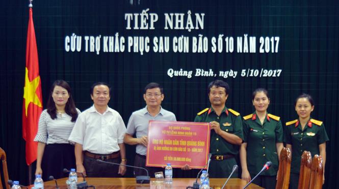 Bộ Tư lệnh Binh đoàn 15 hỗ trợ Quảng Bình khắc phục thiệt hại do bão số 10