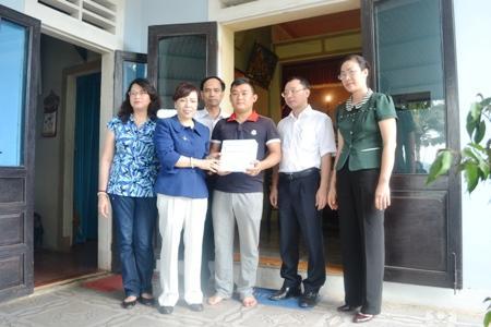 Bộ Y Tế trao tặng 135 tủ thuốc cho ngư dân đánh bắt xa bờ Quảng Bình