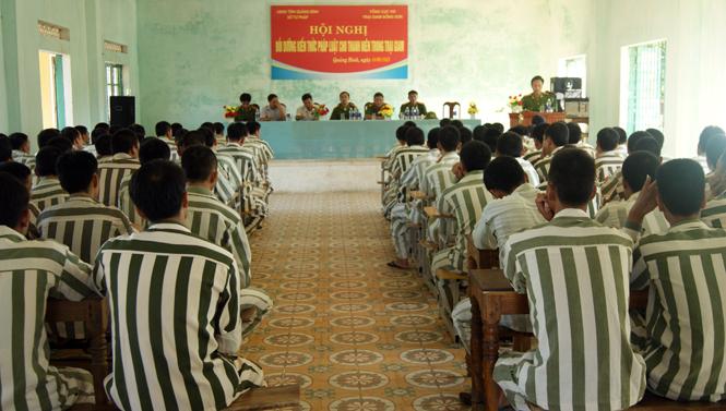Bồi dưỡng kiến thức pháp luật cho phạm nhân Trại giam Đồng Sơn