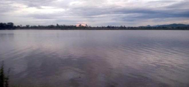 Cá lạ khổng lồ xuất hiện trên sông Quảng Bình