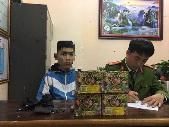 Cảnh sát trật tự tuần tra phát hiện đối tượng tàng trữ gần 5kg pháo nổ trái phép