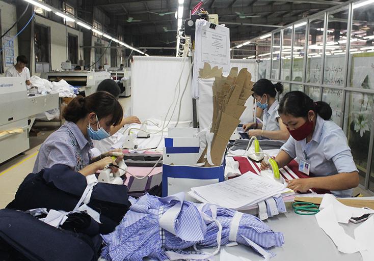 Chăm lo, bảo vệ quyền lợi nữ công nhân lao động