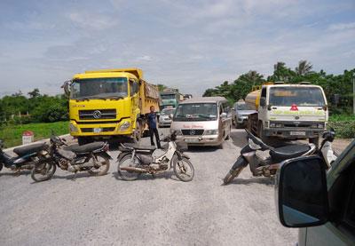 Chặn xe gây ách tắc quốc lộ 1A
