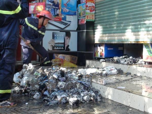 Cháy lớn tại cửa hàng bách hóa ở Đồng Hới, thiệt hại 200 triệu đồng
