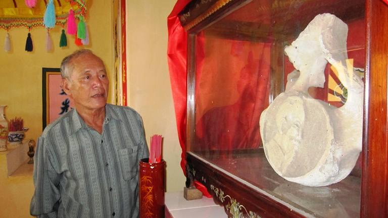 Chiêm ngưỡng bộ xương cá voi khủng khắc hình Bác tại Quảng Bình