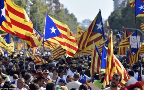 Chính quyền Catalonia đẩy nhanh kế hoạch đơn phương tuyên bố độc lập