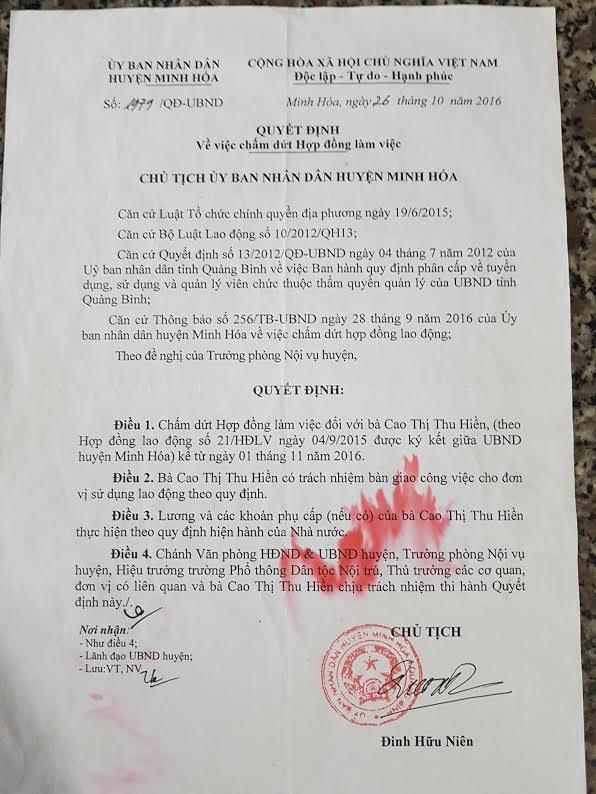 Chủ tịch huyện hủy hợp đồng lao động với 'người dưng' để ký với cháu vợ