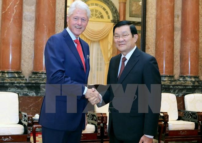 Chủ tịch nước Trương Tấn Sang gặp cựu Tổng thống Hoa Kỳ Clinton