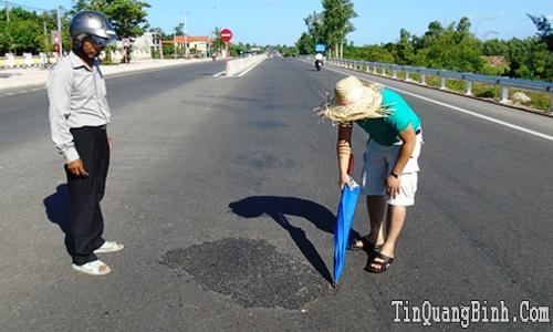 Chưa thể kết luận kẻ xấu rải hóa chất phá hoại Quốc lộ 1A