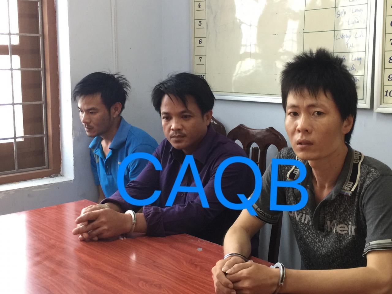 Công an huyện Lệ Thủy bắt 03 đối tượng tàng trữ, mua bán trái phép 100 viên ma túy