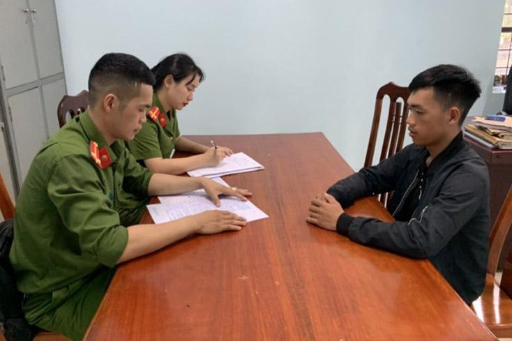 Công an huyện Quảng Ninh: Bắt quả tang, xử lý 2 thuyền khai thác cát trái phép