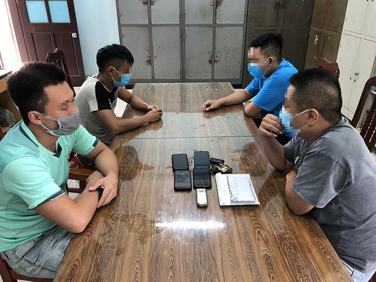 Công an huyện Quảng Ninh bắt vụ đánh bạc, thu giữ gần 17,5 triệu đồng