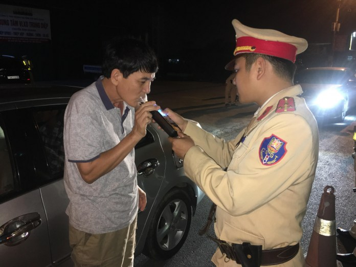Công an huyện Quảng Ninh ra quân xử lý vi phạm nồng độ cồn khi tham gia giao thông
