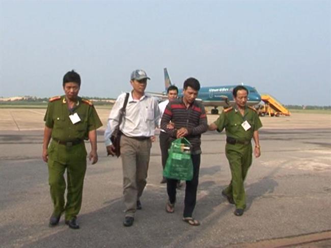 Công an Quảng Bình khám phá vụ dí súng điện, cướp 1,2 tỷ đồng
