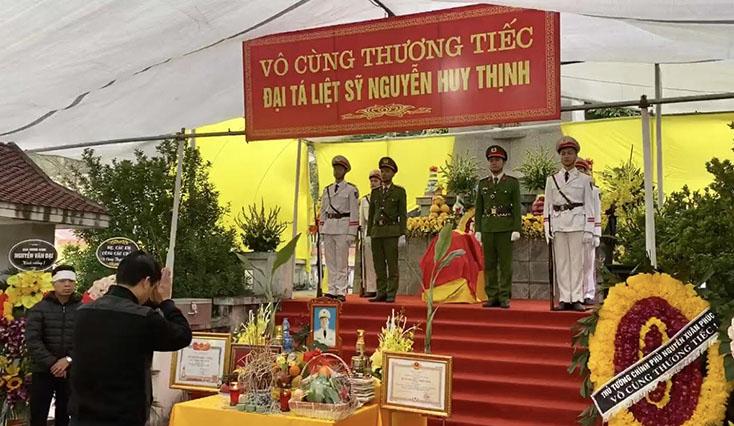 Công an Quảng Bình thăm, chia buồn với gia đình 3 cán bộ, chiến sỹ hy sinh tại xã Đồng Tâm