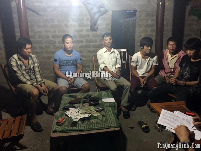 Công an thị xã Ba Đồn bắt 4 đối tượng đánh bạc