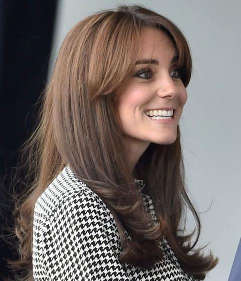 Công nương Kate đẹp rạng rỡ trong ngày đầu trở lại làm việc