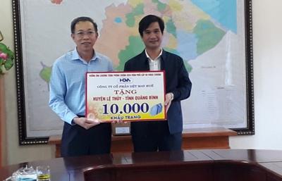 Công ty CP Dệt may Huế: Tặng huyện Lệ Thủy 10.000 khẩu trang