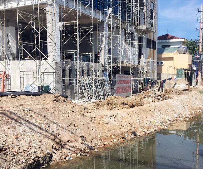 Quảng Bình: Ai cho phép Công ty Cosevco I.5 lấp kênh, xây vượt tầng?